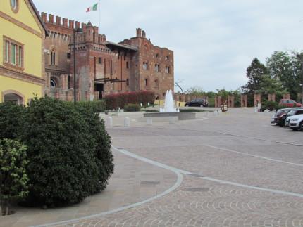 15_Carimate Piazza Castello (1)
