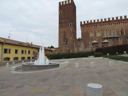 15_Carimate Piazza Castello (2)