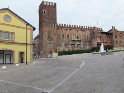 15_Carimate Piazza Castello (6)